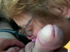 Heisser Oralsex im Auto