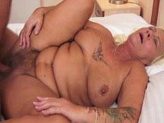 Neuer Porno mit Oma