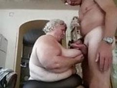 Fette Oma gibt geilen Tittenfick