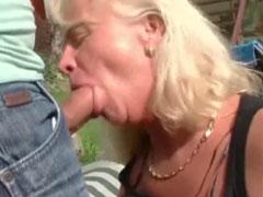 Geiler neuer Oma Outdoorporno