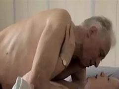 Opa fickt Oma Porno mit altem Amateur Ehepaar