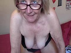 Oma Solo Porno mit echt geiler Schlampe